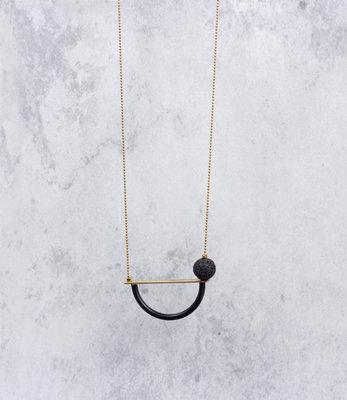 Lange geometrische asymmetrische mat zwart halssnoer
