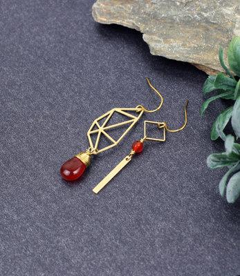 Gouden orange Vlindervleugel asymmetrische oorbellen