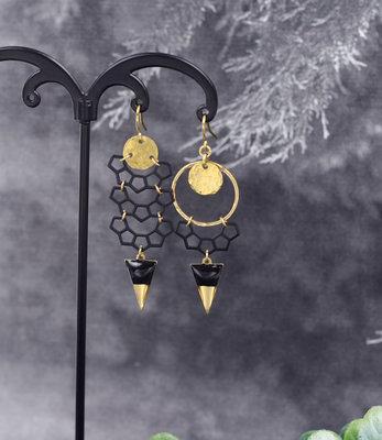 Goud-zwart halve maan oorbellen