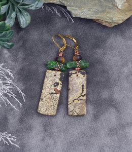 Beeld steen groene oorhangers