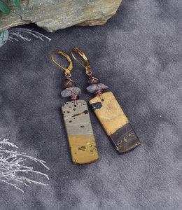 Bruine oorhangers met labradoriet steen
